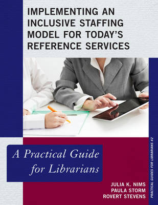 Implementing an Inclusive Staffing Model for Today's Reference Services: A Practical Guide for Librarians - Practical Guides for Librarians 2 (Paperback)