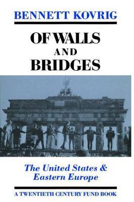 Of Walls and Bridges: United States and Eastern Europe - Twentieth Century Fund Books (Hardback)