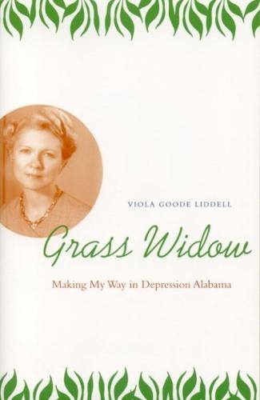 Grass Widow: Making My Way in Depression Alabama (Paperback)