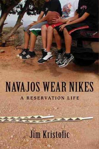 Navajos Wear Nikes: A Reservation Life (Paperback)