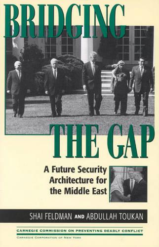 Bridging the Gap: A Future Security Architecture for the Middle East - Carnegie Commission on Preventing Deadly Conflict (Paperback)
