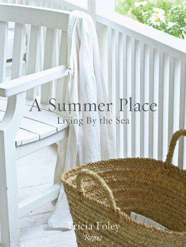 A Summer Place: Living by the Sea (Hardback)