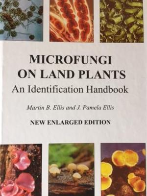 Microfungi on Land Plants: An Identification Handbook (Hardback)