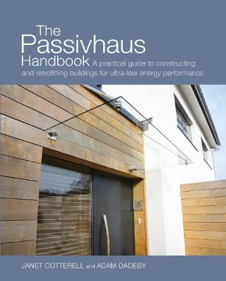The Passivhaus Handbook: A Practical Guide to Constructing and Retrofitting Buildings for Ultra-Low Energy Performance - Sustainable Building (Paperback)