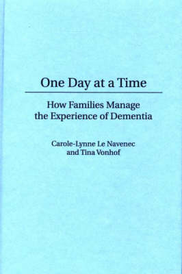 One Day At a Time: How Families Manage the Experience of Dementia (Hardback)
