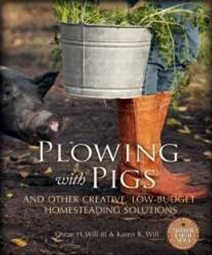 Plowing with Pigs and Other Creative, Low-Budget Homesteading Solutions (Paperback)