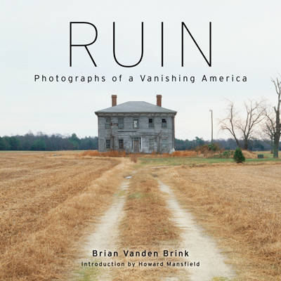 Ruin: Photographs of a Vanishing America (Hardback)