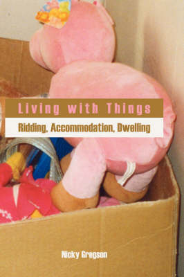 Living with Things: Ridding, Accommodation, Dwelling (Hardback)