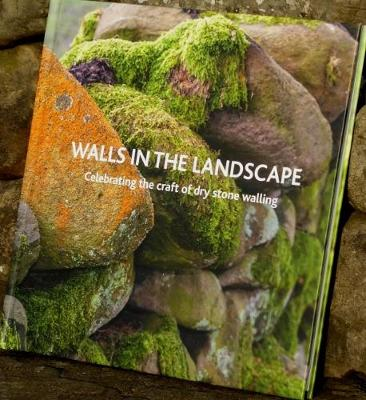 Walls in the Landscape: Celebrating the craft of dry stone walling (Hardback)