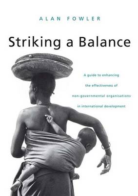 Striking a Balance: A Guide to Enhancing the Effectiveness of Non-Governmental Organisations in International Development (Hardback)