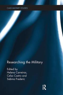 Researching the Military - Cass Military Studies (Paperback)