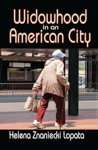 Widowhood in an American City (Hardback)