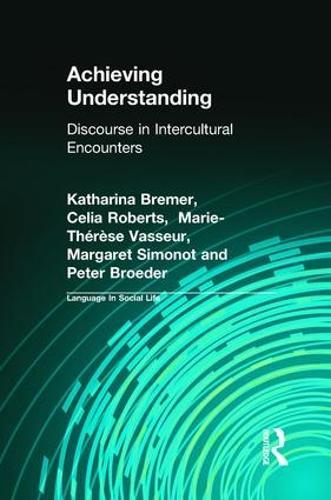 Achieving Understanding: Discourse in Intercultural Encounters - Language In Social Life (Hardback)