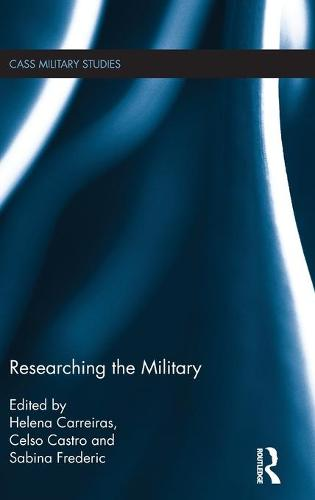 Researching the Military - Cass Military Studies (Hardback)