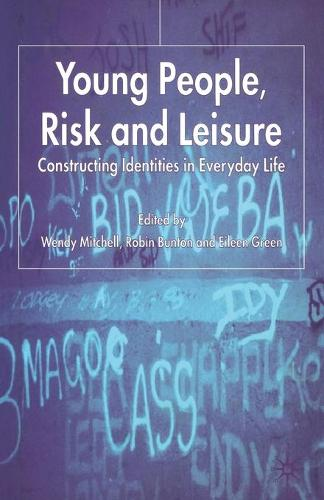 Young People, Risk and Leisure: Constructing Identities in Everyday Life (Paperback)