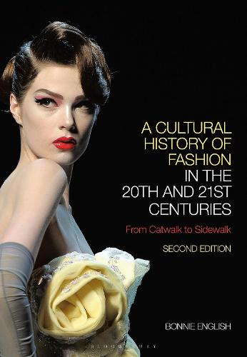 A Cultural History of Fashion in the 20th and 21st Centuries: From Catwalk to Sidewalk (Paperback)