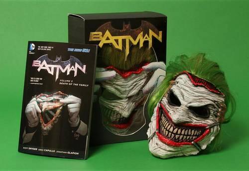 Batman: Death of the Family Book and Joker Mask Set - Batman (Paperback)