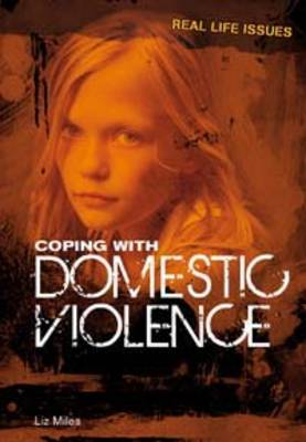 Coping with Domestic Violence - Real Life Issues (Hardback)