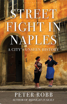Street Fight in Naples: A City's Unseen History (Hardback)