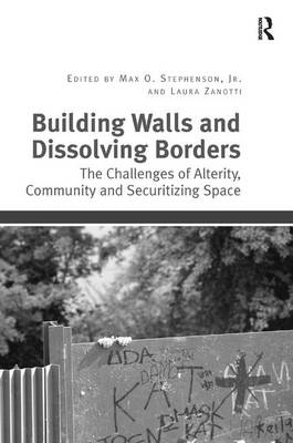 Building Walls and Dissolving Borders: The Challenges of Alterity, Community and Securitizing Space (Hardback)