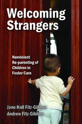 Welcoming Strangers: Nonviolent Re-Parenting of Children in Foster Care (Hardback)