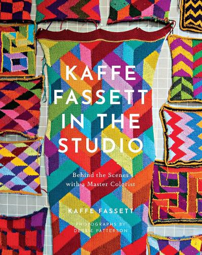 Kaffe Fassett in the Studio: Behind the Scenes with a Master Colorist (Hardback)