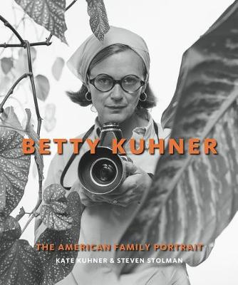 Betty Kuhner: The American Family Portrait (Hardback)
