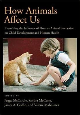 How Animals Affect Us: Examining the Influences of Human-Animal Interaction on Child Development and Human Health (Hardback)