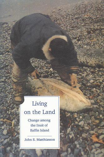 Living on the Land: Change Among the Inuit of Baffin Island - Teaching Culture: UTP Ethnographies for the Classroom (Paperback)