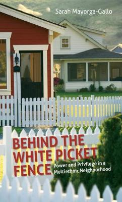 Behind the White Picket Fence: Power and Privilege in a Multiethnic Neighborhood (Paperback)