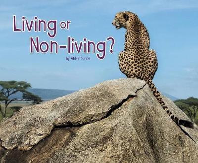 Living or Non-Living? - Pebble Plus: Life Science (Paperback)