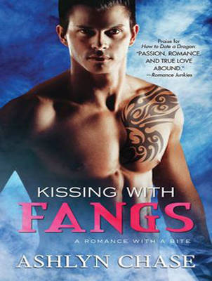 Kissing With Fangs - Flirting With Fangs Trilogy 3 (CD-Audio)