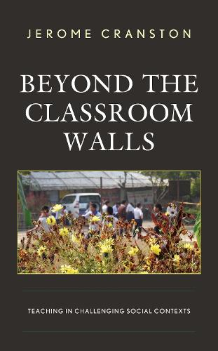 Beyond the Classroom Walls: Teaching in Challenging Social Contexts (Hardback)