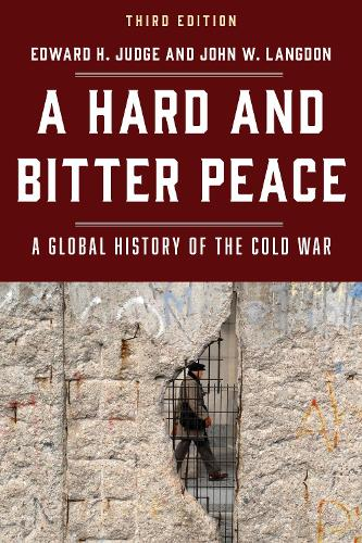 A Hard and Bitter Peace: A Global History of the Cold War (Hardback)