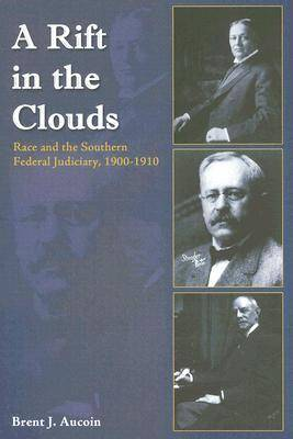 A Rift in the Clouds: Race and the Southern Federal Judiciary, 1900-1910 (Hardback)