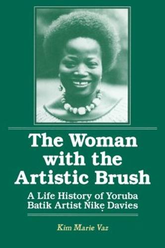 The Woman with the Artistic Brush: Life History of Yoruba Batik Nike Olaniyi Davies: Life History of Yoruba Batik Nike Olaniyi Davies (Hardback)