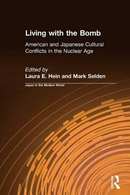 Living with the Bomb: American and Japanese Cultural Conflicts in the Nuclear Age: American and Japanese Cultural Conflicts in the Nuclear Age (Paperback)