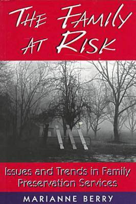 The Family at Risk: Issues and Trends in Family Preservation Services - Social Problems & Social Issues (Paperback)