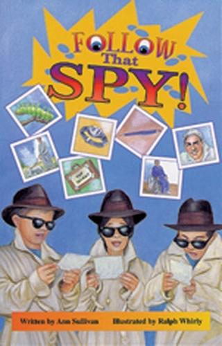 Follow That Spy! - Literacy Links Chapter Books (Paperback)