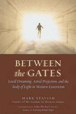 Between the Gates: Lucid Dreaming, Astral Projection, and the Body of Light in Western Esotericism (Paperback)