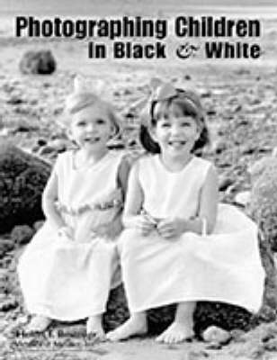 Photographing Children In Black & White (Paperback)
