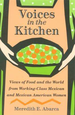 Voices in the Kitchen: Views of Food and the World from Working-class Mexican and Mexican American Women - Rio Grande/Rio Bravo: Borderlands Culture and Tradition (Hardback)