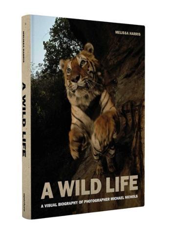 A Wild Life: A Visual Biography of Photographer Michael Nichols (Hardback)