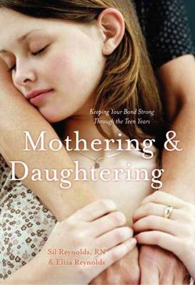 Mothering and Daughtering: Keeping Your Bond Strong Through the Teen Years (Hardback)