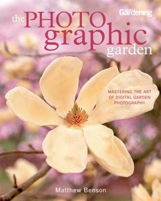The Photo-graphic Garden: Mastering the Art of Digital Garden Photography (Paperback)