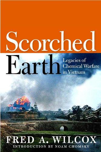Scorched Earth: Legacies of Chemical Warfare in Vietnam (Hardback)