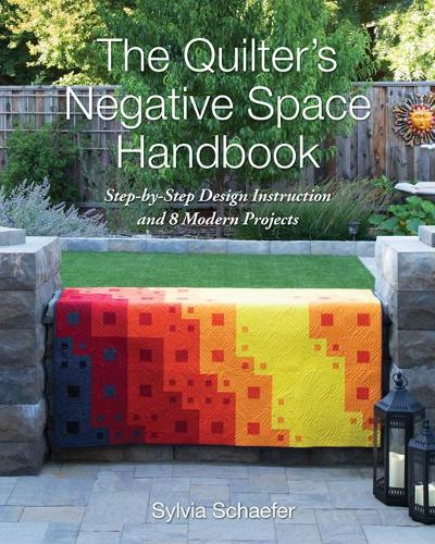 The Quilter's Negative Space Handbook: Step-By-Step Design Instruction and 8 Modern Projects (Paperback)