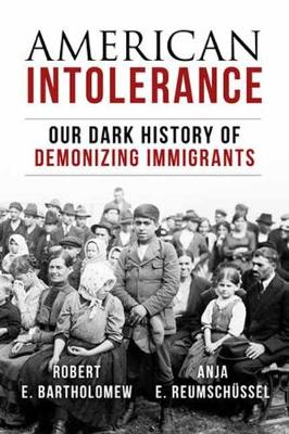 American Intolerance: Our Dark History of Demonizing Immigrants (Hardback)