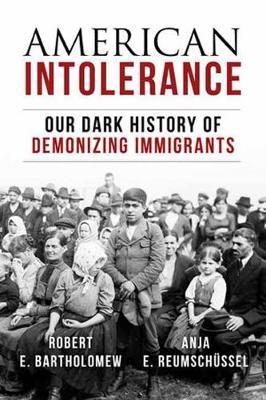American Intolerance: Our Dark History of Demonizing Immigrants (Hardback)