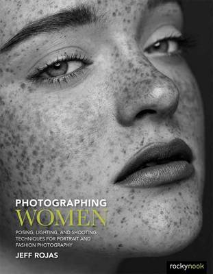Photographing Women: Posing, Lighting, and Shooting Techniques for Portrait and Fashion Photography (Paperback)